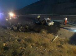 دو خودرو پژو پارس و۴۰۵  در آتش سوختند